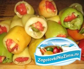 Перец, фаршированный помидорами