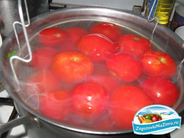 Баклажаны острые в томатном соусе