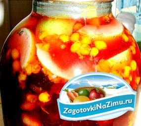 Компот – ассорти из облепихи, ягод тутовника и свежих яблок. Рецепт с пошаговыми фото