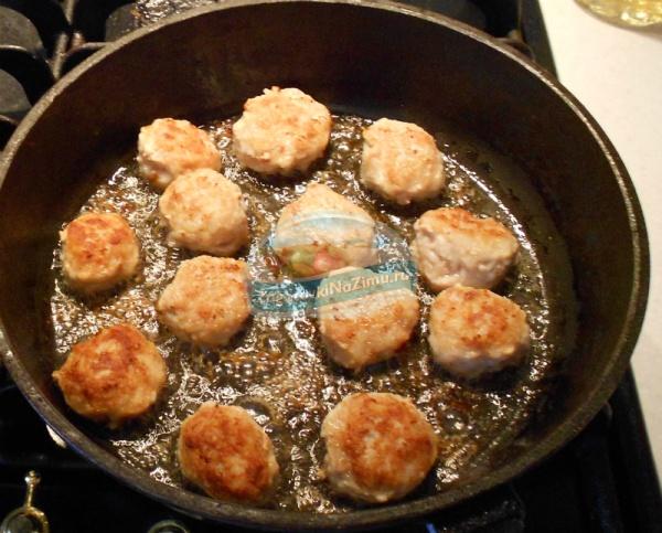 Рецепт тефтелей с рисом с подливкой с фото в духовке