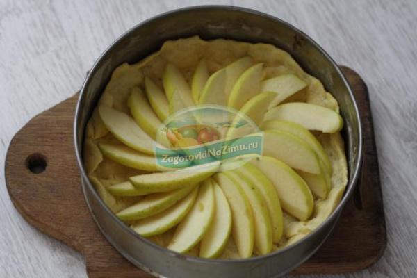сырный пирог с яблоками