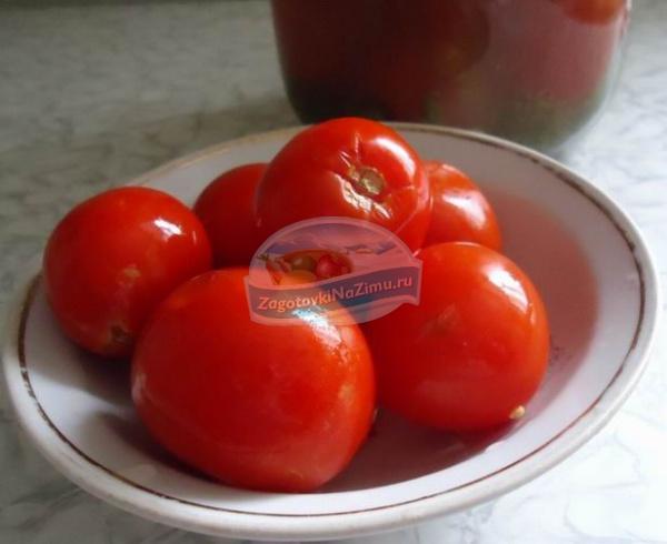 Особенности засолки помидор в банках на зиму